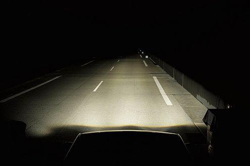 So hell kann dunkel sein: Bi-Xenon-Scheinwerfer der Mercedes GL-Klasse.