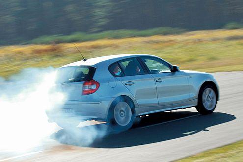 Dynamiker: Auf der Habenseite des BMW 130i steht der Heckantrieb.