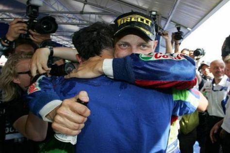 Mikko Hirvonen konnte sein Glück nach seinem Sieg kaum fassen