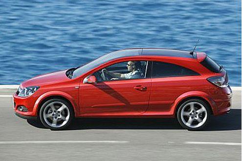 Die Klarglas-Rückleuchten des GTC schmücken künftig alle Astra-Modelle.