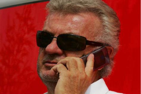 Vielbeschäftigt: Bei Manager Willi Weber steht das Telefon derzeit nicht mehr still...