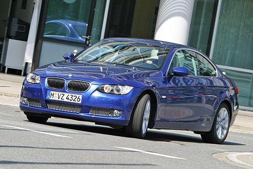 Der Eindruck täuscht: Im Vergleich gibt sich der BMW eher geschmeidig.