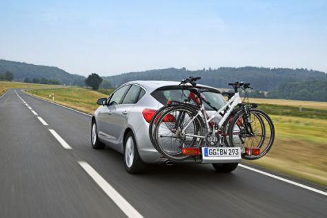 Opel Astra mit Flexfix-Fahrradträger