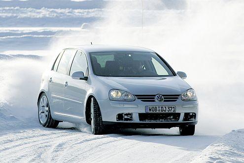 Sicher im Schnee: 76 Prozent aller Deutschen setzen auf Winterreifen.
