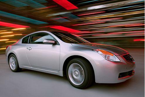 Fährt weiterhin nur in den USA: Der Nissan Altima. In L.A. stellen die Japaner jetzt ein neues Coupé vor.