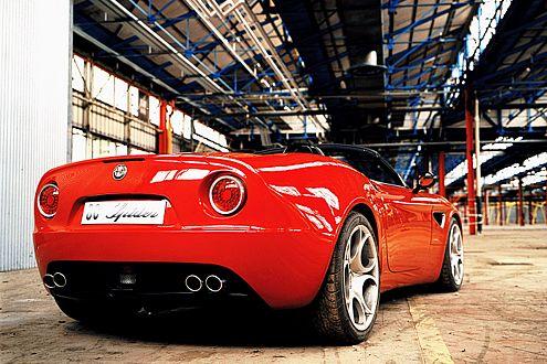 Schön und schnell: Der offene Alfa soll 300 km/h schaffen.