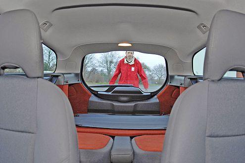 C30: Das große Heckfenster erleichtert das Peilen nach hinten.