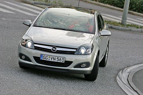 Der Astra ist günstiger, dafür aber auch schlechter ausgestattet.
