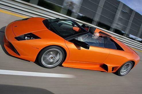 Schneller als der Wind: Der offene Lamborghini rennt 328,4 km/h.