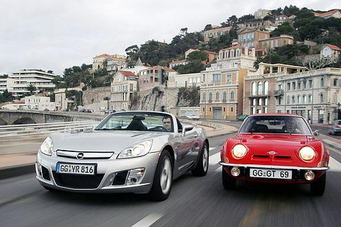 Lecker, Freunde, lecker! Beide Opel GT sind echte Spaßmaschinen.