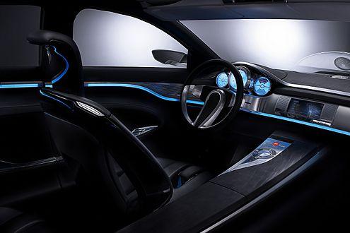 Futuristischer Innenraum: Im C-XF herrscht gedämpftes blaues Licht.