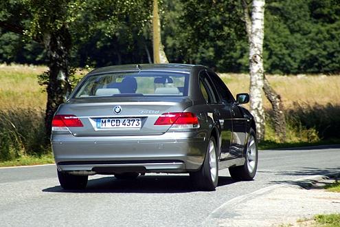 Heavy Metal: Anders als Mercedes und Audi hat der 745d Stahlfedern.