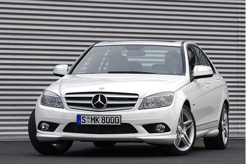 Kein Zufall: Mercedes präsentierte die neue C-Klasse ganz in Weiß.