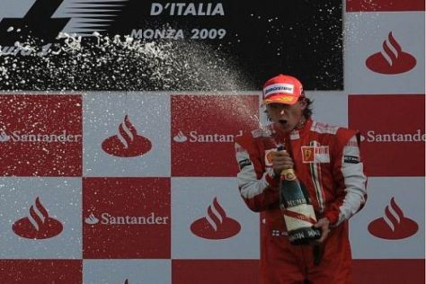 Auch in Monza durfte sich Kimi Räikkönen einen Schluck aus der Pulle genehmigen