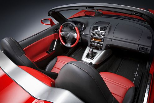 ESP und TC voll unter Kontrolle: Ein Knopf in der Mittelkonsole regelt den Fahrspaß stufenweise.