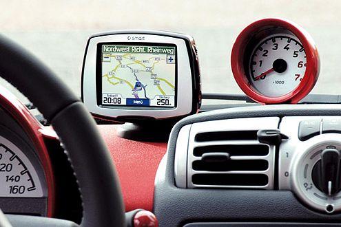 Das Navigationssystem (Aufpreis 494 Euro) ist ganz einfach abnehmbar.