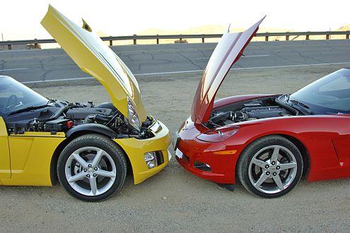Im Opel GT arbeiten 264 PS, die Corvette hat 404 PS zu bieten.