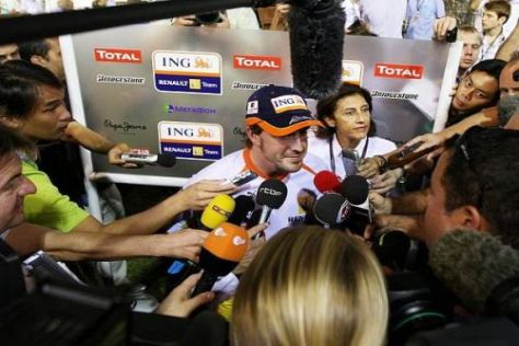 Gefragter Mann in Singapur: Fernando Alonso ist die