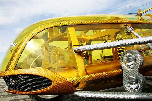 Statt Aluminium ist Makrolon über den Gitterrohrrahmen gespannt.
