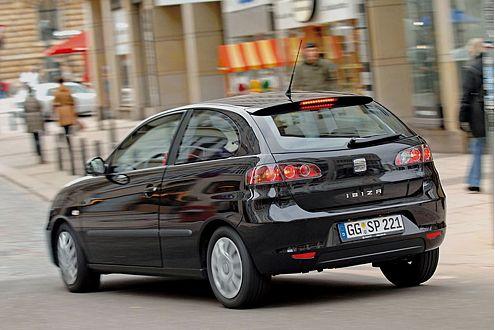 Seat und VW ziehen sich mit 7,1 Litern im Schnitt ganz schön viel Super rein.