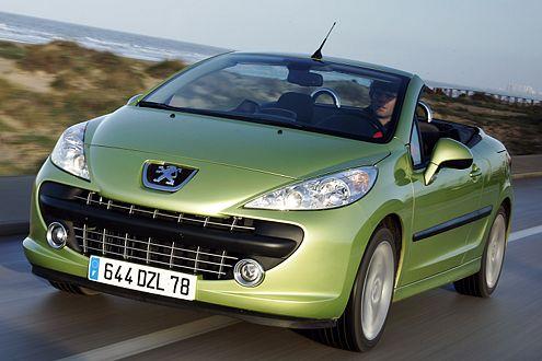 Ohne Seitenscheiben fährt es sich ganz schön zugig im Peugeot 207 CC.