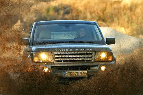 Der Range Rover geht gut durchs Gelände.
