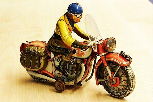 Blech-Motorrad, Tipp&Co, 50er-Jahre, 450 Euro.