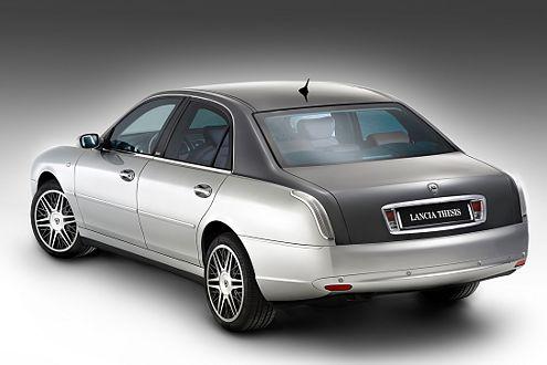 Front, Dach und Kofferaum erinnern an Maserati – zumindest farblich.