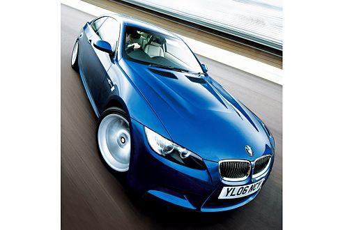 Der neue Vierliter-V8 sitzt unter einer leicht gewölbten Motorhaube.