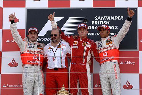 2007: Sieger Kimi Räikkönen (M.) mit Felipe Massa (li.) und Lewis Hamilton auf dem Podium