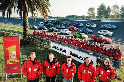 Die Tester: fünf Rennfahrer, fünf Techniker und 24 Chefredakteure