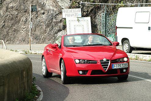 Trotz 260 PS ist der Alfa recht behäbig. Schuld ist das hohe Gewicht.