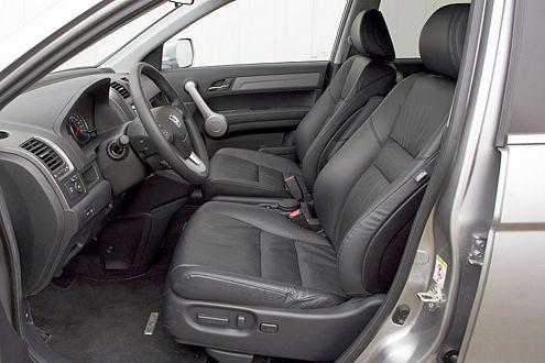 Passagiere im CR-V genießen vorne und hinten fürstliche Platzverhältnisse.