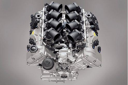 Drehzahlgierig: Erst bei 8300 Touren ist für den V8 Schluss.