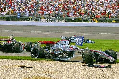 Beim Start-Unfall zum GP der USA schrottete Montoya, was im Weg war.