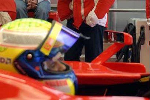 Der Ferrari-Spiegel: Wie Sie sehen, sehen Sie fast nichts.