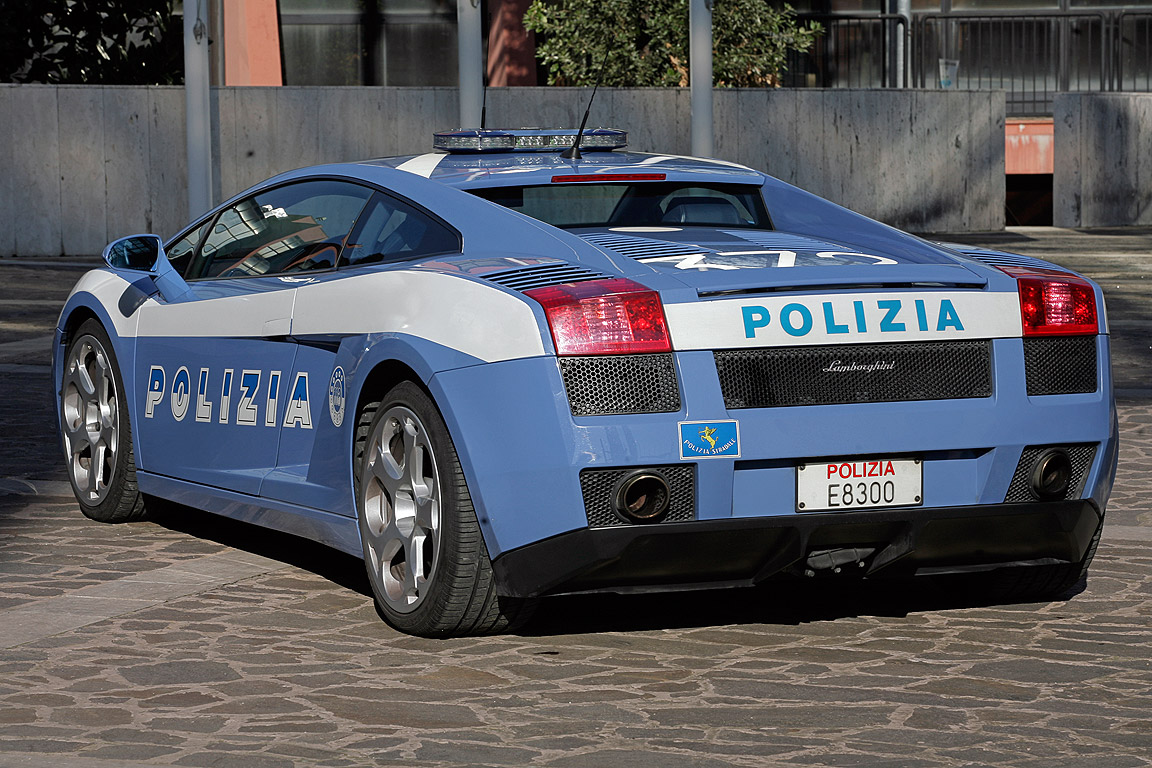 lamborghini gallardo della polizia nach unfall schrott. Black Bedroom Furniture Sets. Home Design Ideas