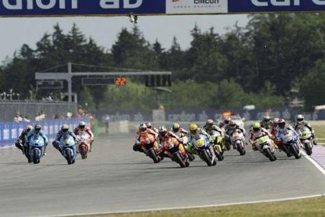 Auch die FIM würde begrüßen, wenn die MotoGP mit größeren Motoren fährt