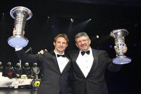 Jenson Button und Weltmeistermacher Ross Brawn bei der Gala in Monte Carlo