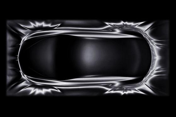 Die rätselhafte Mercedes-Skulptur aus der Vogelperspektive. Hmm, oder doch kein CLS?