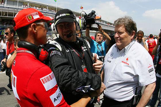 Keine Roten mehr: Michael Schumacher und Ross Brawn - hier mit Norbert Haug - kennen sich von Ferrari und Benetton.