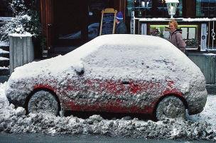 Schnee und Eis schaden dem Auto