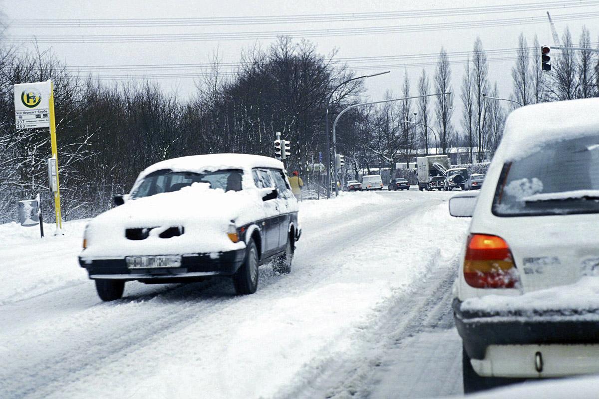 Wie Schnee und Eis dem Auto schaden