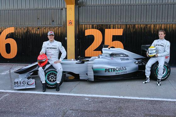 Schumacher und Rosberg mit dem neuen Mercedes GP W01