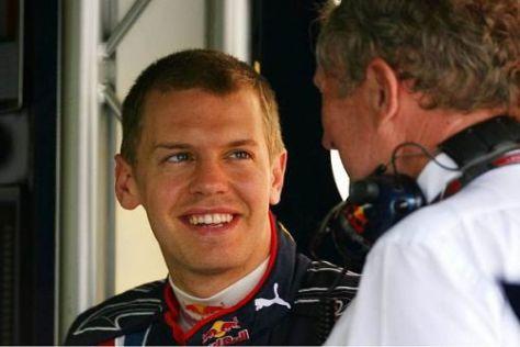 Sebastian Vettel im Gespräch mit Red-Bull-Konsulent Helmut Marko