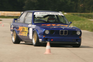 BMW 316i beim Slalom
