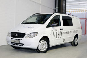 Mercedes-Transporter unter Strom