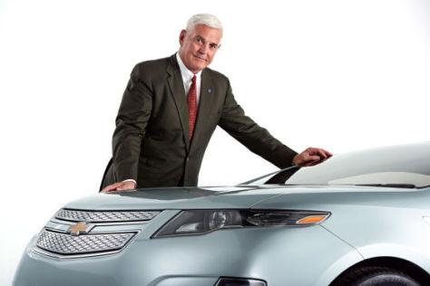 Bob Lutz mit dem Chevrolet Volt