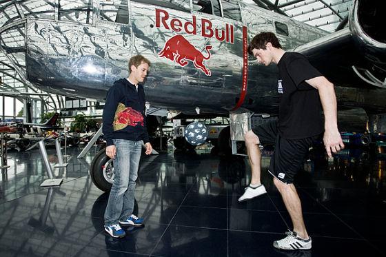 Sebastian Vettel lernt Tricks