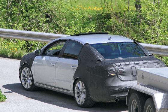 Erlkönig VW Passat (2010) hinten Anhänger
